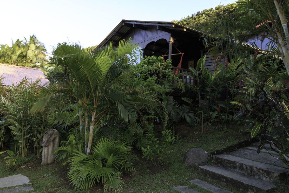 Location de bungalows cabanes en bois deshaies en guadeloupe - Cours de cuisine en guadeloupe ...