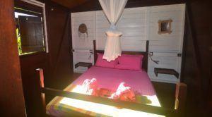 chambre avec moustiquaire