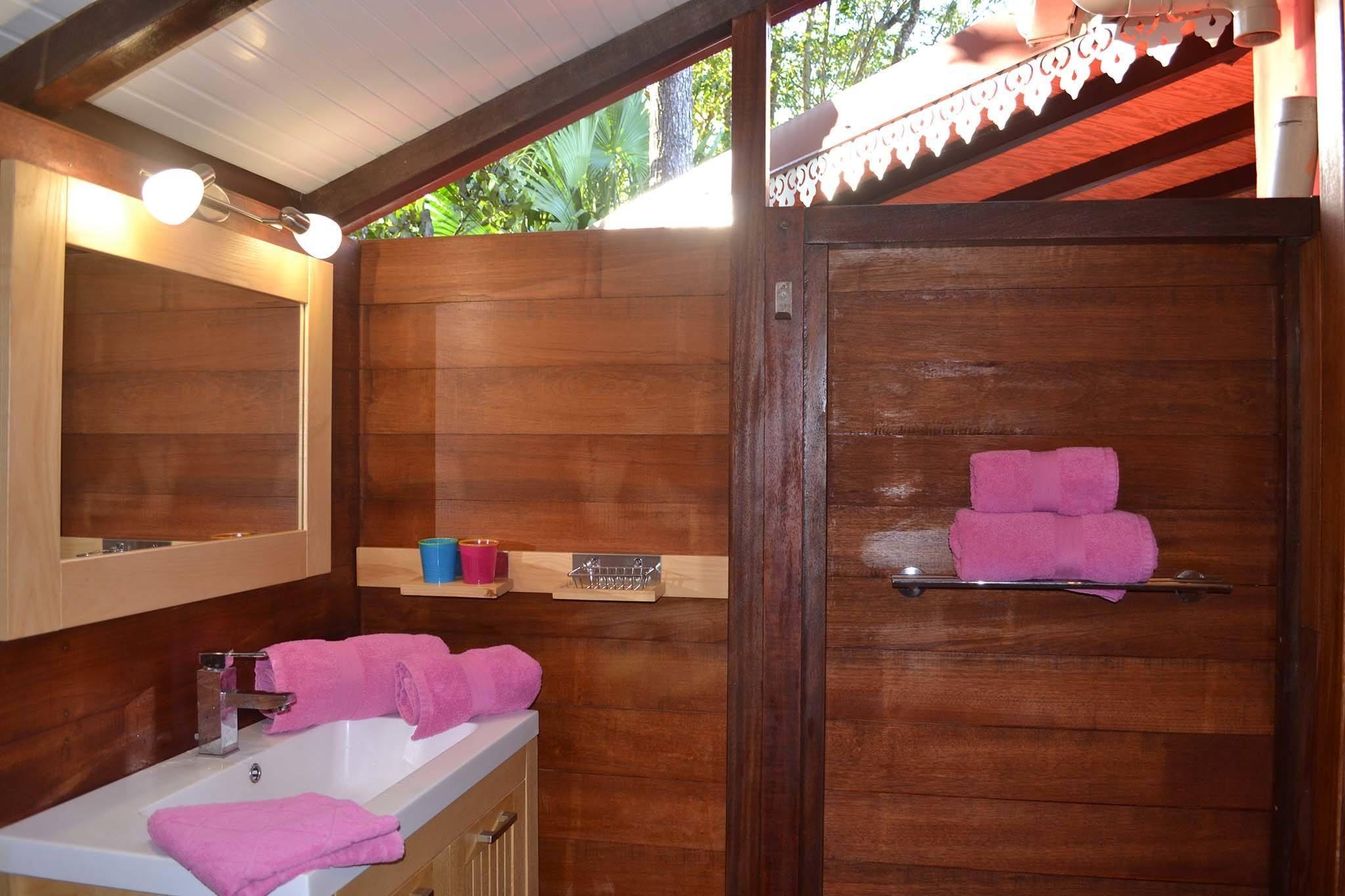 salle de bains case creole