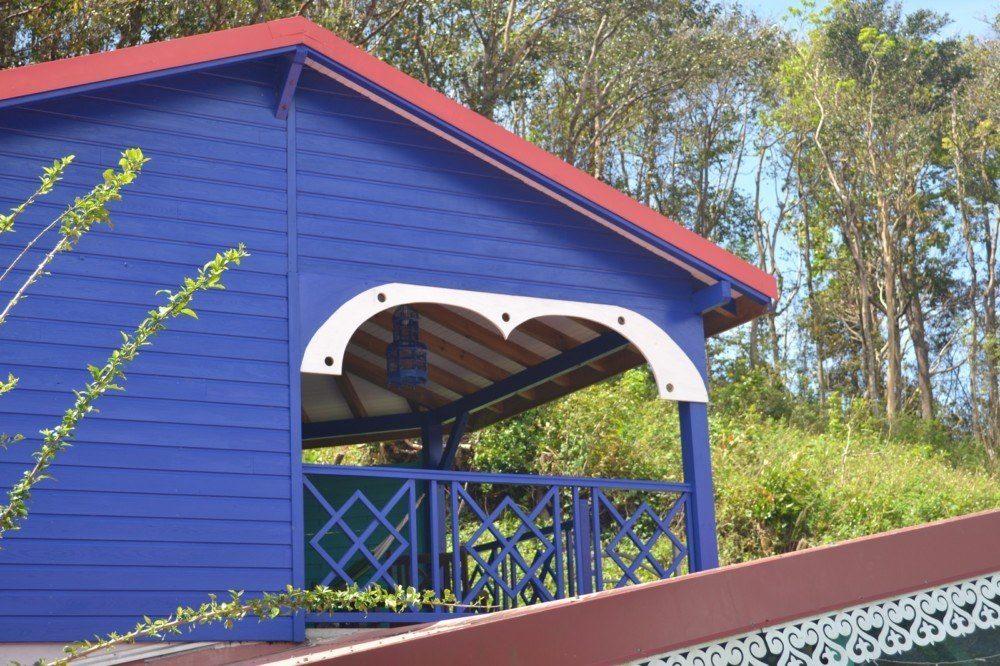 cabane colorée